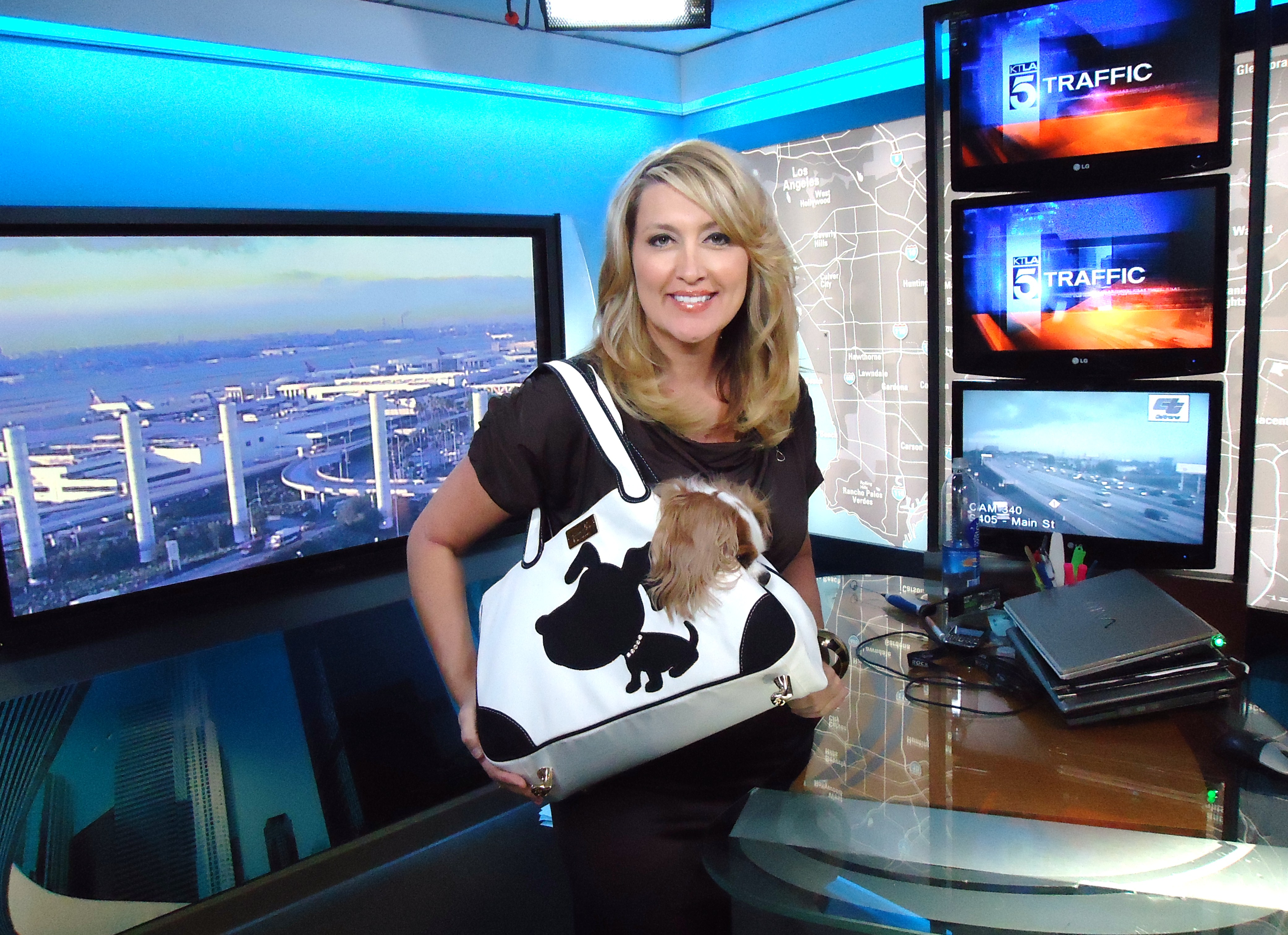 Wendy Burch Emmy Award Winning Anchor with a white Doggie Style tote
